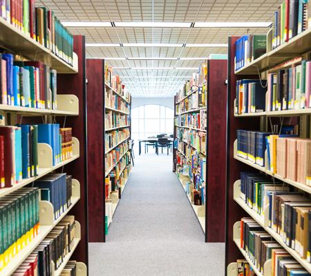 5 καλοί λόγοι για να πάρετε σήμερα τα παιδιά σας στη βιβλιοθήκη!